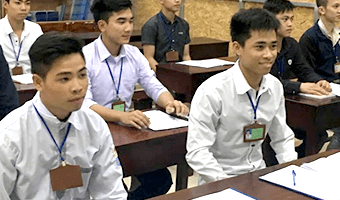 ベトナム現地でも評判の日本語学校にて勉強