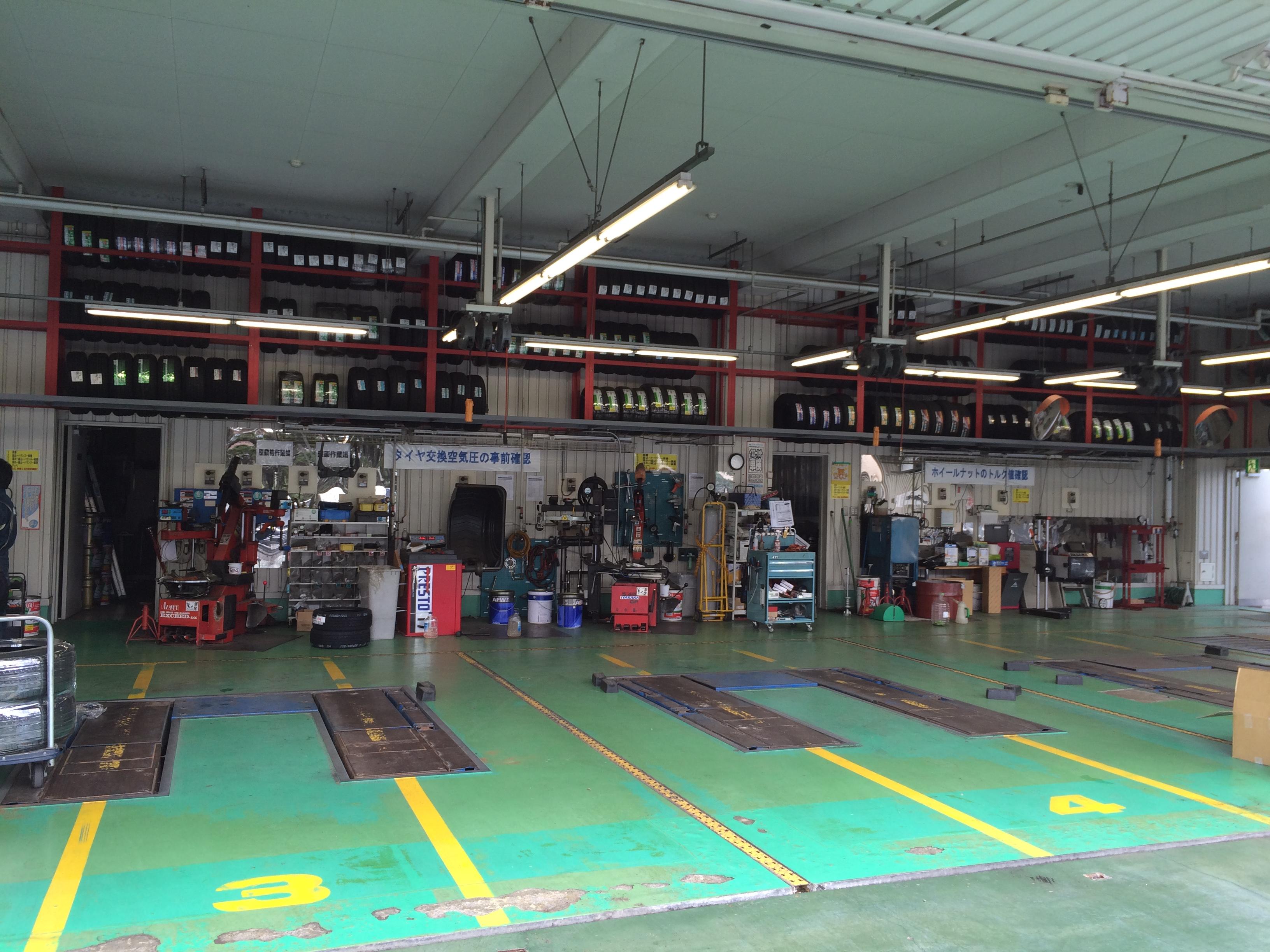 【東京都立川市】多種多様な車を扱いたい方!カー用品店にて整備士募集!《今が旬!お見逃しなく!》